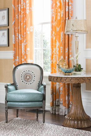 A sitting area, interior design in Nashville, TN, interior designers for interior design and decoration from Eric Ross Interiors.